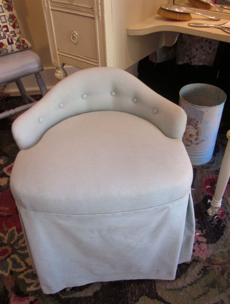 Beautiful Thornton-Smith vanity chair from 1940. Excellent condition. It swivels! $140