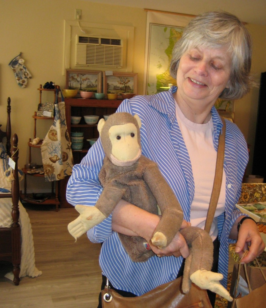 Amputated monkey goes home with Karen.