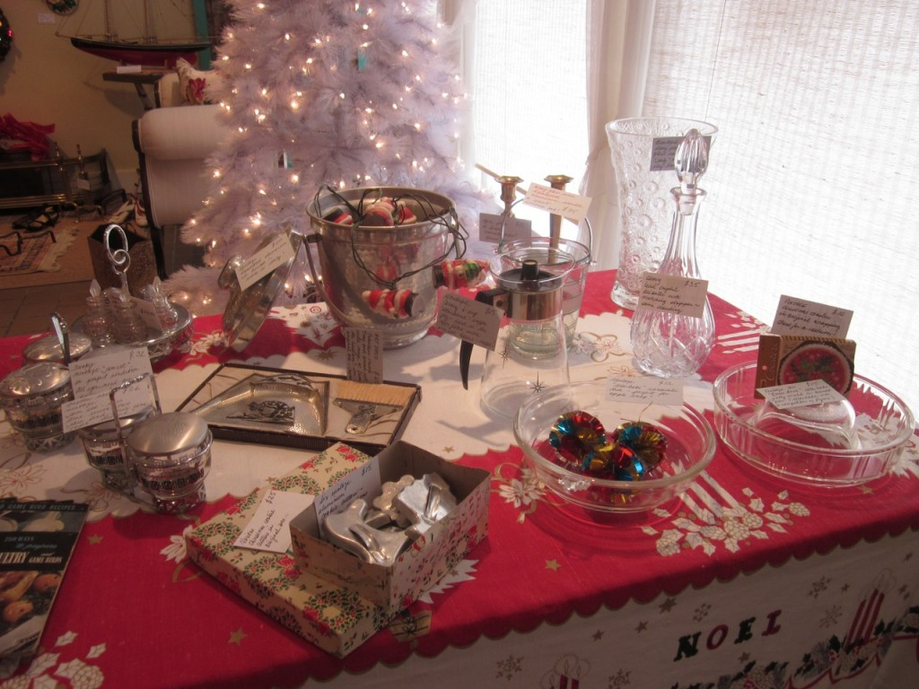 Gift ideas ! From an aluminum ice bucket ($20) to cookie cutters ($15 or $25/box) to vintage cookware ($15-30) -  there is something for everyone on your list !