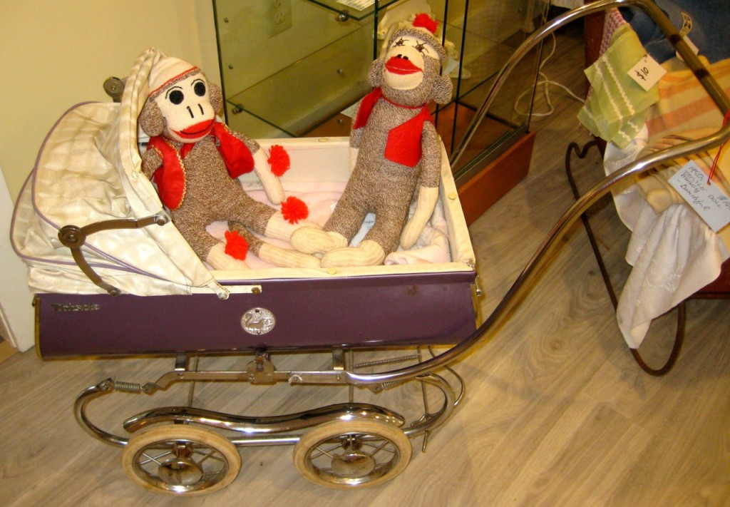 1950 Thistle doll carriage> Excellent shape and it's purple! $145