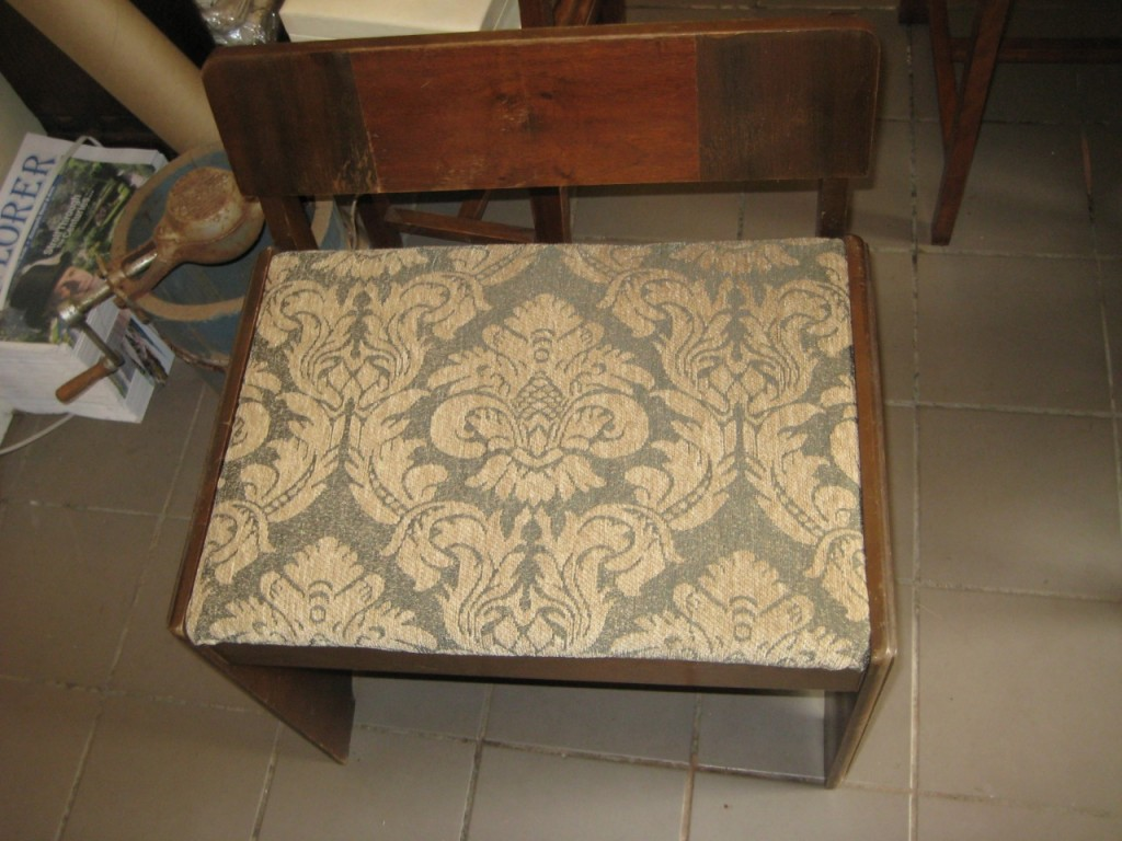 The vanity bench before cleaning and with an ill-fitting cushion cover as upholstery.