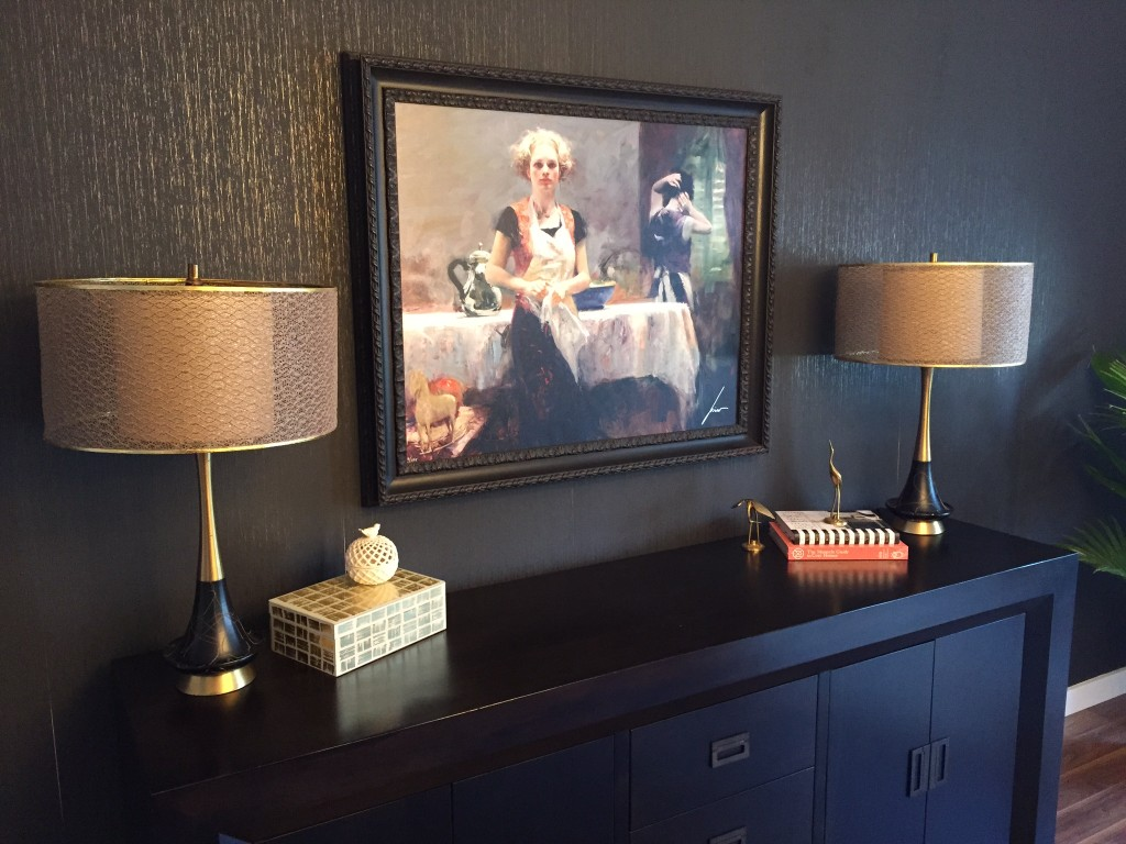 The pair of black lamps in Jessica's fab dining room.